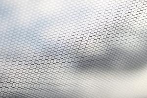 Как поставить сетку на пластиковое окно правильно?