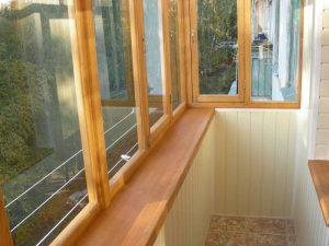 Внутренняя отделка балкона деревом: полы и потолок из дерева, правила эксплуатации древесины