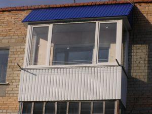 Внешняя отделка балкона профнастилом: специфика монтажа наружных материалов