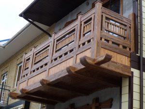 Деревянное остекление балконов - гидроизоляция и варианты ограждений на деревянной лоджии