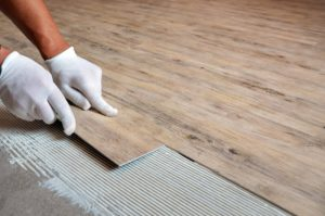 Кварцвиниловая плитка: характеристики, лучшие способы применения, способ укладки