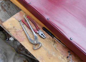 Как обшить дверь дермантином своими руками: пошаговое пособие,обивка двери из разного материала