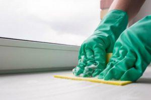 Чем отмыть подоконники пластиковых окон после ремонта: методы усранения разных загрязнений