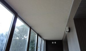 Потолок на балконе - варианты отделки, обшивка потолка своими руками