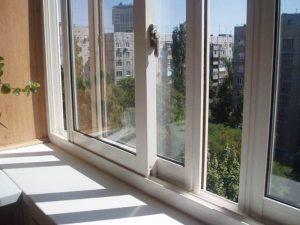 Пластиковые раздвижные окна для лоджии: оформление стеклопакета на балконе