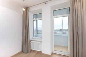 Как снять пластиковую балконную дверь с петель: пошаговая инструкция