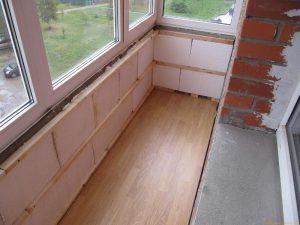 Чем лучше утеплить балкон пенопластом или минватой: советы по выбору