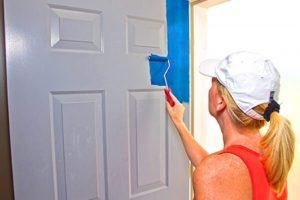 Как покрасить дверь из дерева своими руками: этапы реставрации дверного полотна
