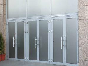 Двери алюминиевые входные из алюминиевого профиля: тёплые и хоолдные варианты