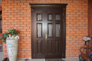 Двери входные деревянные для квартиры - утепление двери и правила эксплуатации древесины