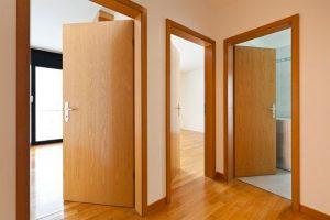 Какие двери лучше межкомнатные выбирать для квартиры: характеристики материала для конструкции