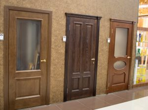 Классические межкомнатные двери в интерьере: идеи по фото, варианты декорирования