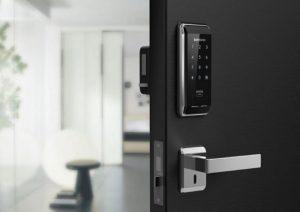 Кодовый замок на входную дверь: излишество или эффективное средство защиты?