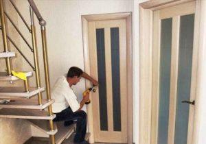 Когда устанавливают межкомнатные двери при ремонте: этапы проведения ремонта квартиры
