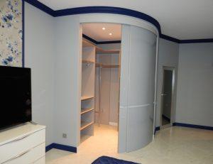 Раздвижные радиусные двери межкомнатные: правила изготовления и установки