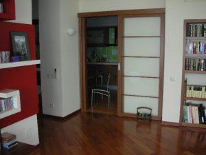 Кухня и гостиная с раздвижными дверями - преимущества и недостатки
